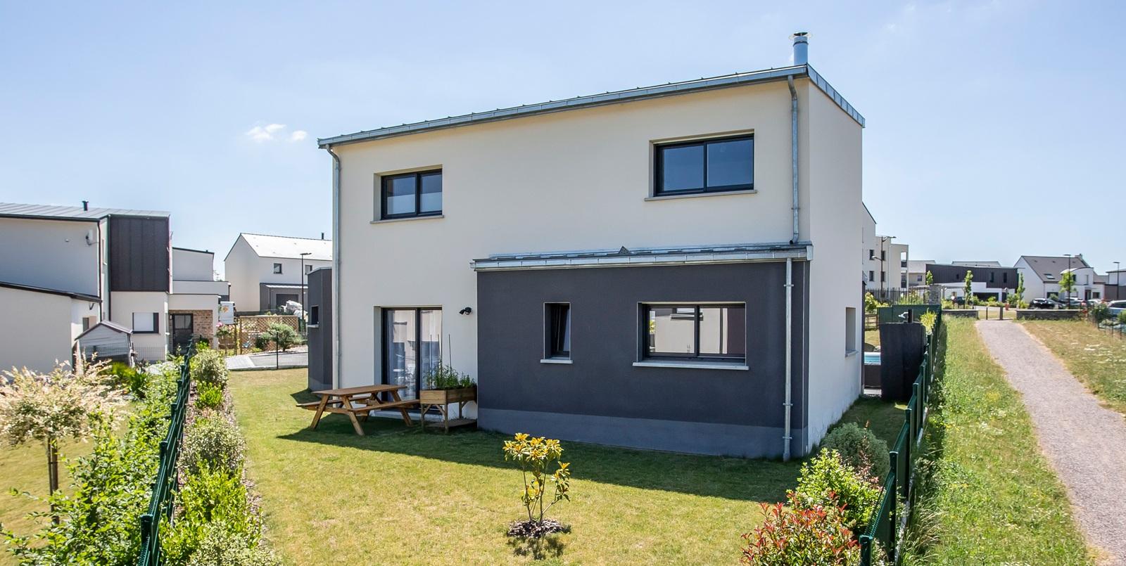 Maison toute hauteur avec toiture monopente