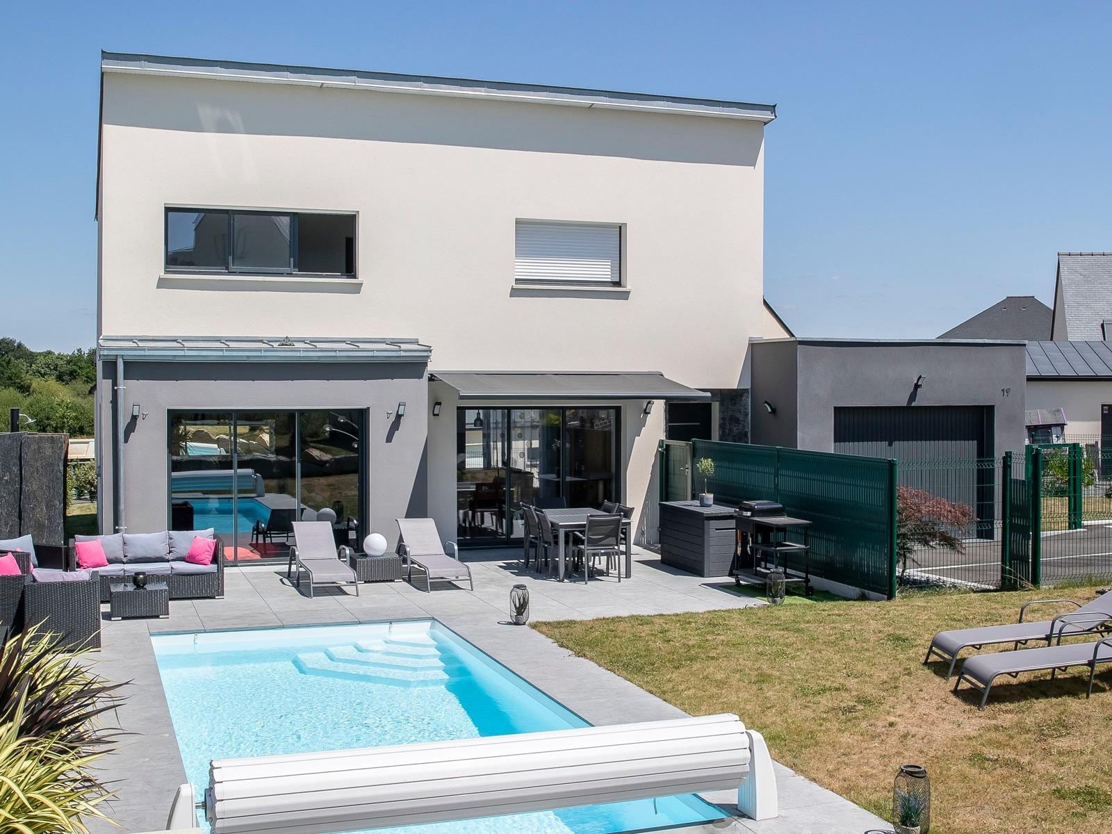 Maison toit plat avec piscine