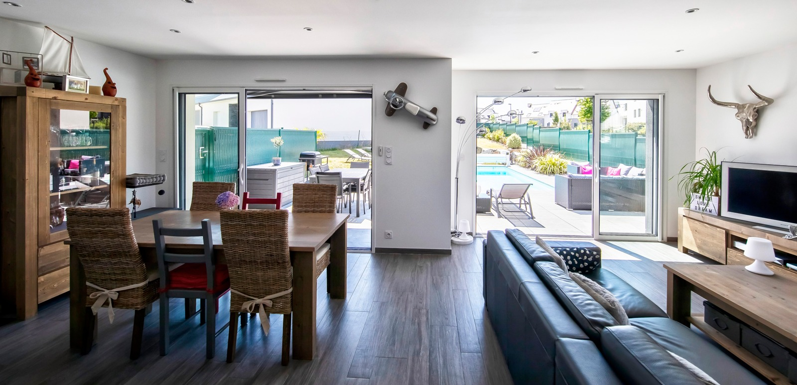 Salon séjour ouverts sur la terrasse