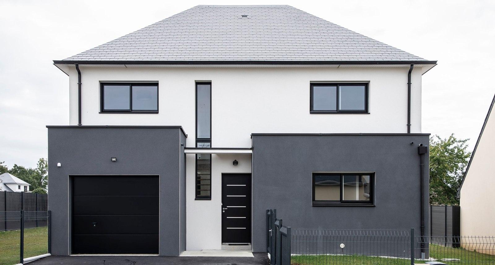 Maison moderne avec décrochés gris